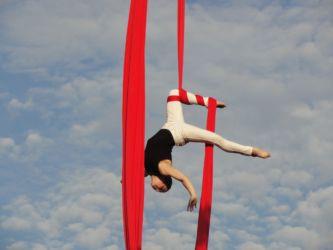 One knee hang